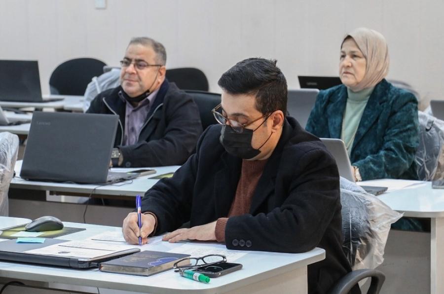 إختبار عدد من حملة الشهادات العليا المتقدمين لامتحان صلاحية التدريس في الجامعة