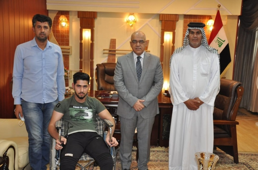 وزير التعليم يوجه بشمول طالب متفوق من ذوي الاحتياجات بالمنحة المجانية وقبوله في تخصص الصيدلة