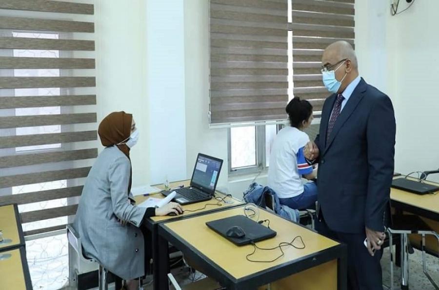وزير التعليم يتفقد مجريات الامتحان التنافسي ويؤكد الالتزام بخطة القبول للدراسات العليا