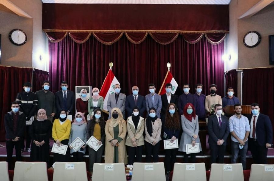 وزير التعليم يعلن قبول الطلبة الموهوبين في كليات الطب