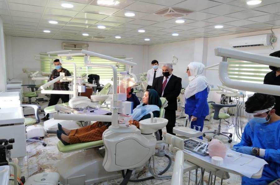 رئيس جامعة كركوك يزور العيادات الخارجية لكلية طب الاسنان