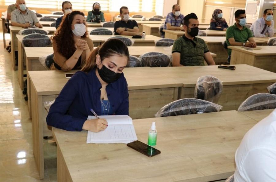 جامعة كركوك تقييم دورة تدريبية حول اساليب استخدام وخزن المواد الكيمياوية في مخازن الكليات