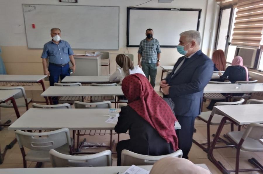 رئيس الجامعة ومساعده العلمي يتفقدا الامتحانات النهائية في عدد من الكليات