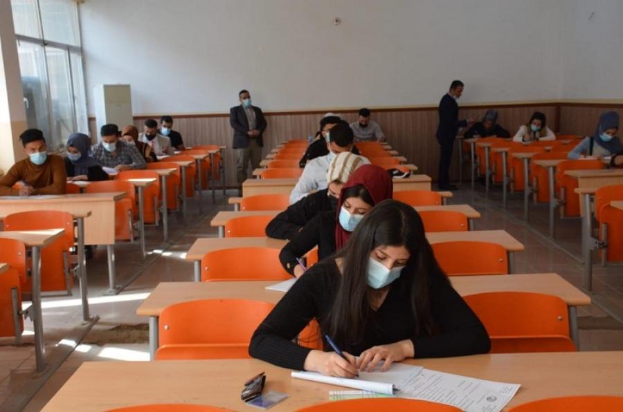 وسط إجراءات وقائية مشددة... طلبة الدراسة الأولية في جامعة كركوك يؤدون امتحانات الفصل الأول الحضورية