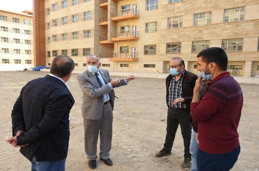 مدير الاقسام الداخلية يتابع الاعمال لمشاريع الهندسة للمجعات السكنية الجديدة لطلبة الاقسام الداخلية