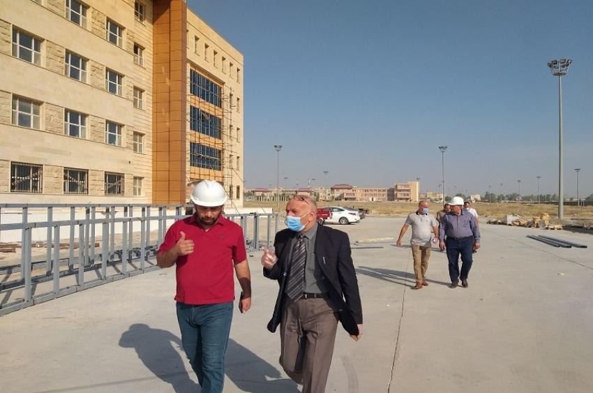 مدير الأقسام الداخلية يتابع أعمال مشروع موقع مجمع الأقسام الداخلية في الجامعة