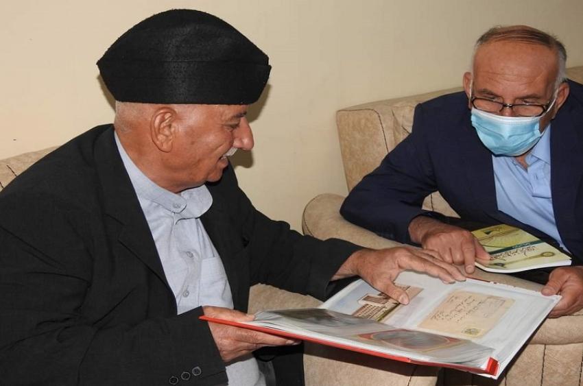 مدير الاقسام الداخلية يثمن جهود احد الادباء المثقفين في كركوك لتبرعه بمجموعة كتب لمكتبة الاقسام الداخلية