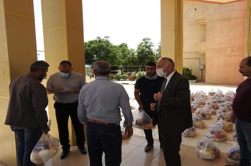 مديرية الاقسام الداخلية تشهد توزيع سلات غذائية لطلبة محافظات الساكنين في الاقسام الداخلية وموظفي اجراء اليوميين