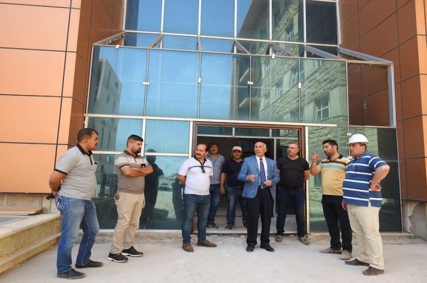 مديرُ الأقسامِ الداخلية يتابعُ أعمالَ مشروع موقع مجمع الأقسام الداخلية في الجامعة