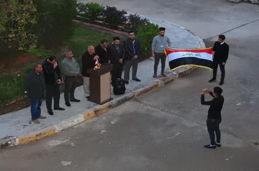 مديرية الأقسام الداخلية  في جامعة كركوك تنظم  وقفة حداد على ارواح شهداء العبارة في الموصل لقراءة سورة الفاتحة