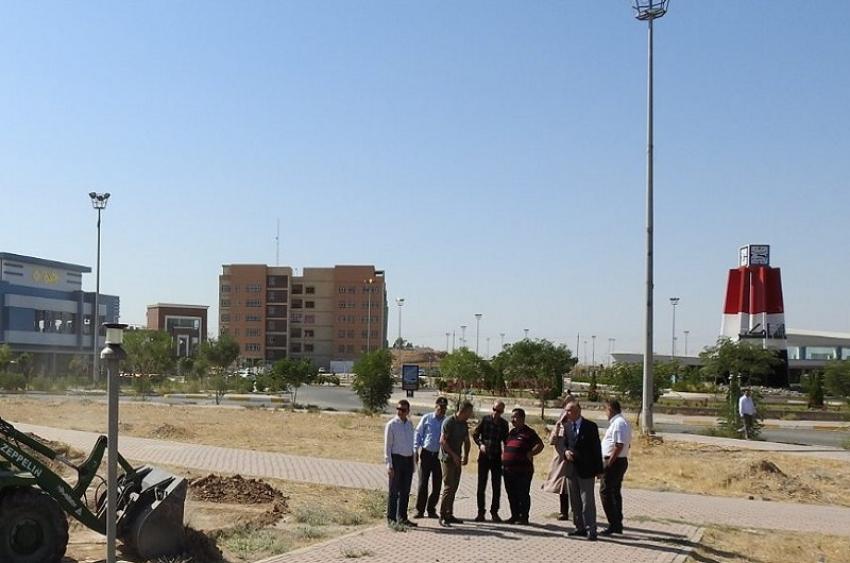 جامعة كركوك / مديرية الاقسام الداخلية تقوم بمشروع زيادة المساحات الخضراء الواقعة امام مجمع الاقسام الداخلية