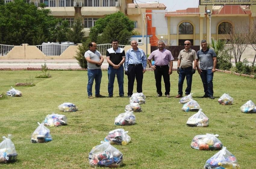 مديرية الاقسام الداخلية توزع سلات غذائية لموظفي الأجور اليومية والعوائل المتعففة